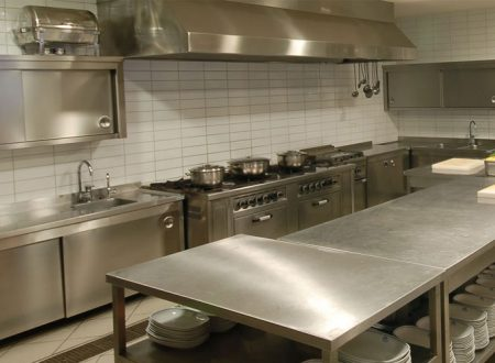 How to Choose the Right Kitchen Cleaning Supplies for Your Restaurant's Kitchen